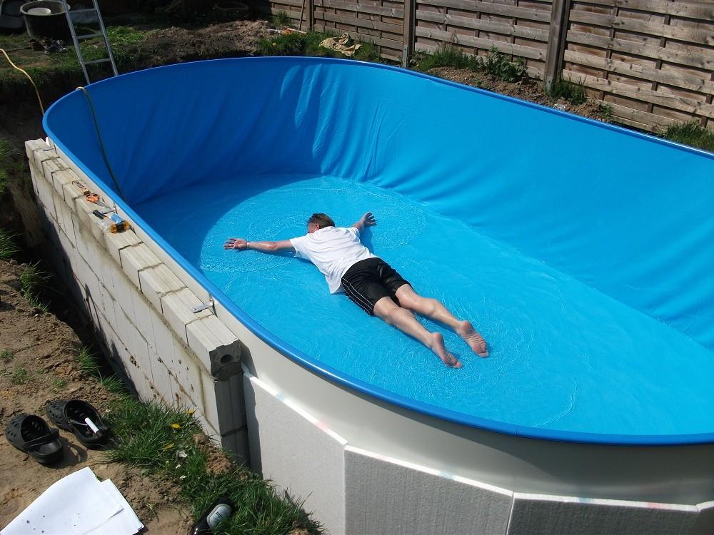 Stalen wand zwembad